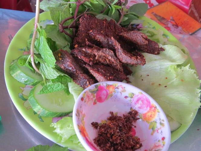 Món nai một nắng chấm muối kiến vàng Phú Yên